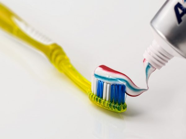 toothbrush-toothpaste-dental-care-clean-dentist